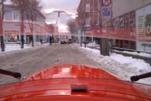 Strada i grød sne