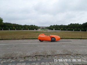 Strada-med-Versailles-i-baggrunden